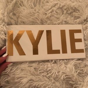 Kylie Jenner Royal Peach Eyeshadow Palette